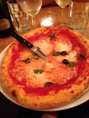 In Teglia: Napoletana : mozzarella, tomate,  huile d'olive, basilic