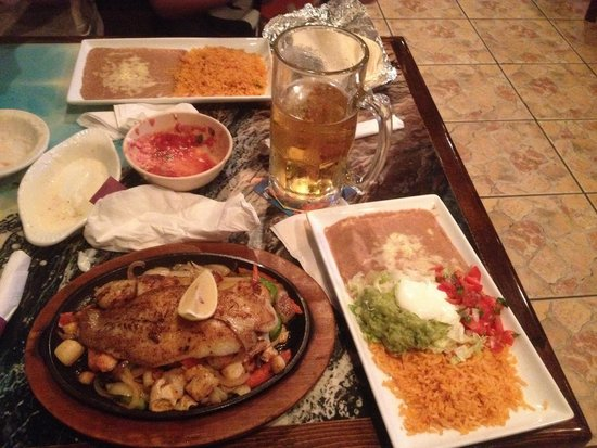 El Mazatlan: AMAZING! The service was out of this world, food was quickly brought out and tasted fabulous! Mu