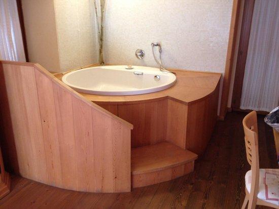 Vasca da bagno in camera foto di valbruna inn valbruna - Bagno in camera ...