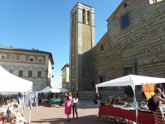 Campeggio Belmondo Montepulciano: Montepulciano, central square