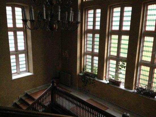 Hotel Caraiman: Lobby stairs