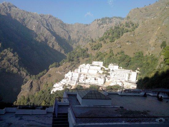 Vaishno Devi: Bhawan from Sanjhi Chhat