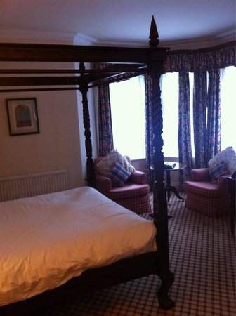 Haley's Hotel and Restaurant: Four poster room - very spacious and clean.