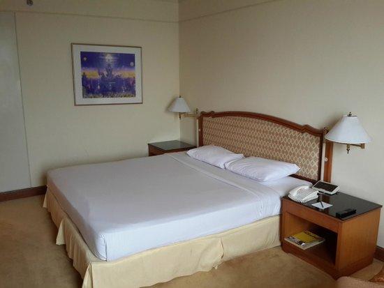 Montien Riverside Hotel : Bed