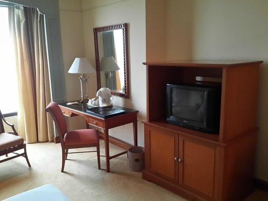 Montien Riverside Hotel : Old school television