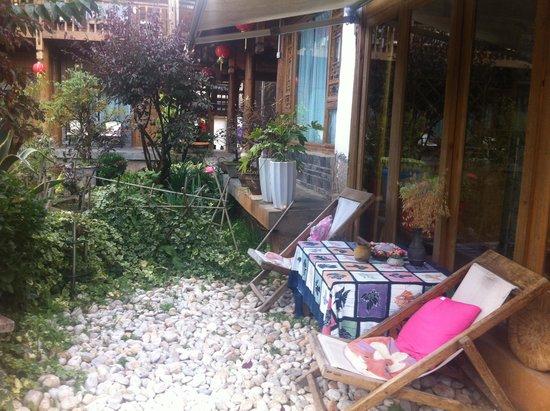 The Bruce Chalet: Little terrace outside breakfast venue