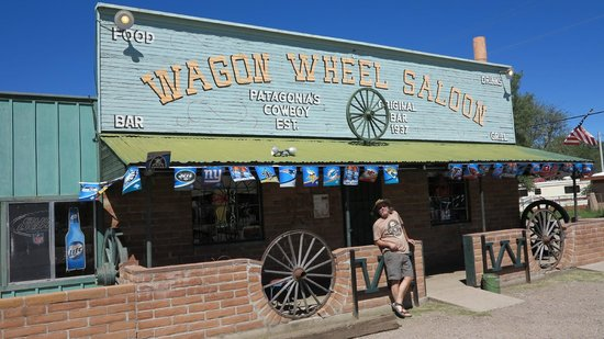 Wagon Wheel Saloon: Real  western looking place