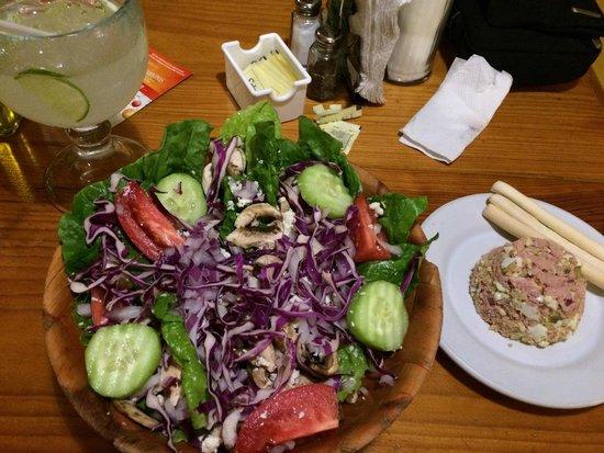 Rock 'n Java Caribbean Cafe: Lovely salad and lemonade