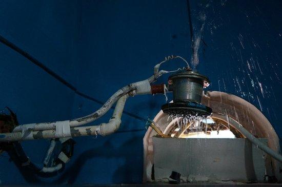 El Centro del Mundo Hostel : Elektrodusche, spritzt bis in die Sicherung der anderen Dusche, gruselig