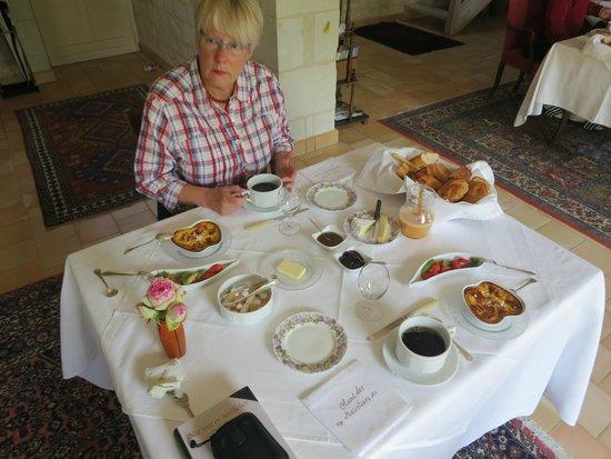 Couziers, Francia: Frühstück