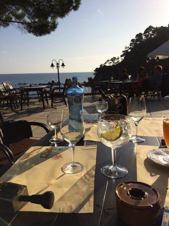 Restaurant Rosamar: Sentados en la mesa