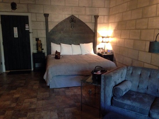 Oak Crest Cottages and Treehouses: Inside castle #13 (so beautiful)