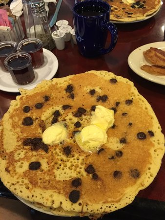 Cafe Cappuccino: Huge and tasty choc chip pancakes