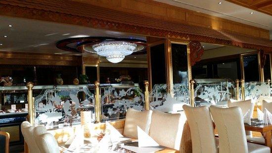 sch ne gro z gige einrichtung und sauber bild von asia restaurant new palace bensheim. Black Bedroom Furniture Sets. Home Design Ideas