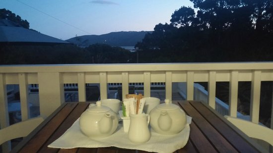 South Villa Guest House: Afternoon tea on the porch