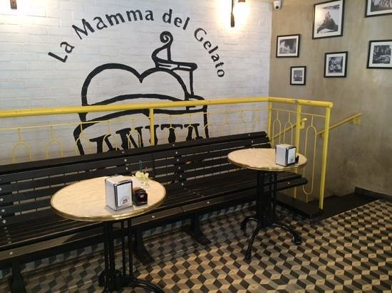 Anita Cafe La Mamma del Gelato: sit down and enjoy the ice cream