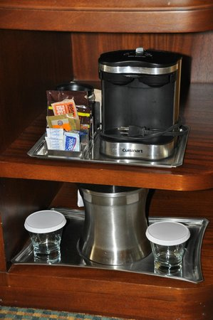 Hilton Stamford Hotel & Executive Meeting Center: Complementary coffee in the room