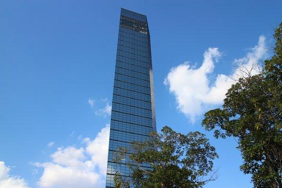 Chiba Port Tower: 下から