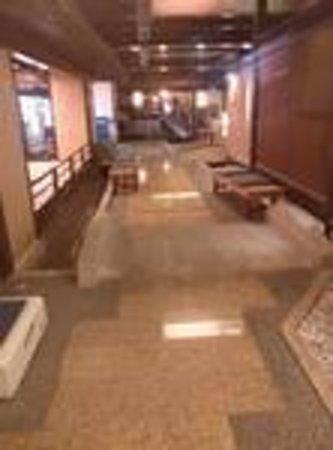 Yukai Resort New Maruya Hotel: この先にお風呂がありました