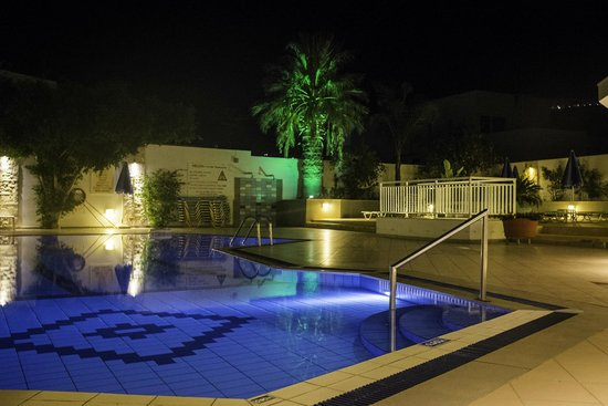 Melissa Apartments: Pool Area at night