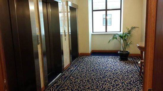 Courtyard Moscow City Center: Лифтовой холл
