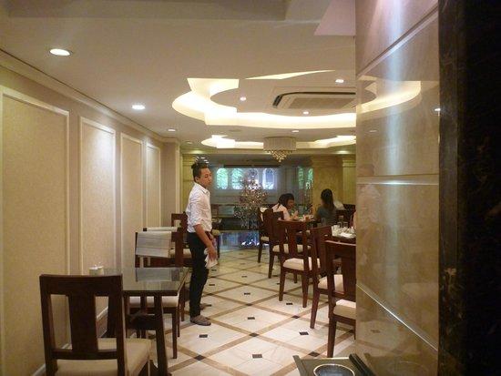 Calypso Suites Hotel : Dining room.