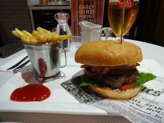 BRIC Bar and Kitchen: Pulled pork burger