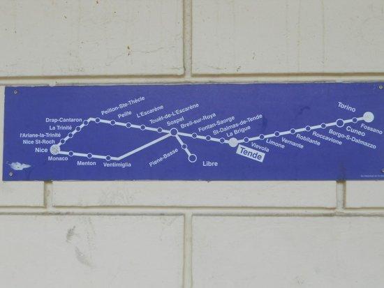 Train des Merveilles: Pannello con schema delle linee alla stazione ferroviaria di Tende.