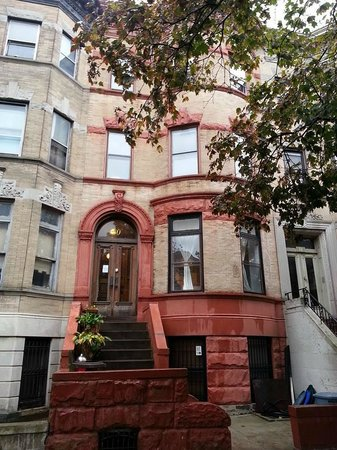 Lefferts Manor Bed & Breakfast: The front view.