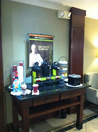 Staybridge Suites Chattanooga Downtown: Coffee Station in Foyer