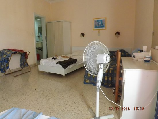 Mavina Holiday Complex: our basic but clean comfortable room