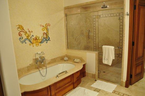 Belmond Palacio Nazarenas : And a big bath too!