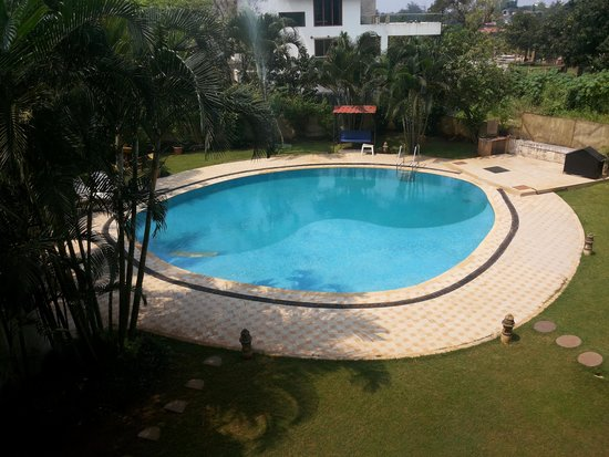 Sapphire Hotel: Pool View