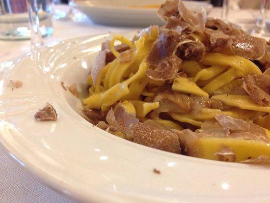 Montepastore, Włochy: Tagliatelle all'uovo, funghi porcini e tartufo.