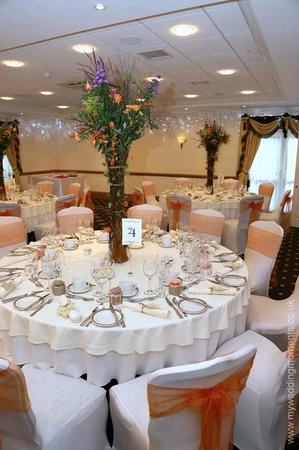 Hempstead House Hotel and Spa: Wedding tables