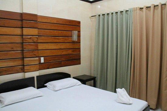 Dumaluan Beach Resort: Our room