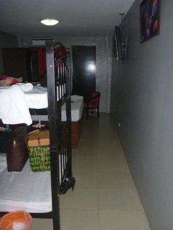 Hotel Europa Cebu: room entrance