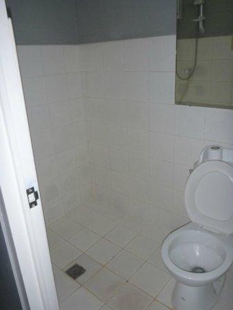 Hotel Europa Cebu: bathroom