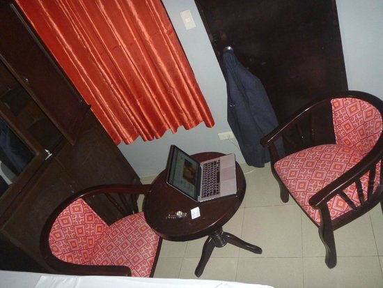 Hotel Europa Cebu: table/chairs consume what space available