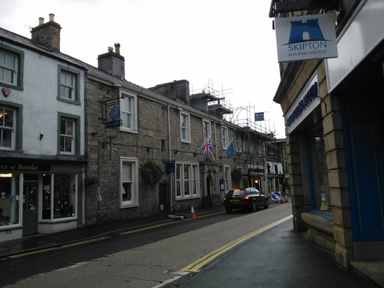 The Lion at Settle: front of the hotel
