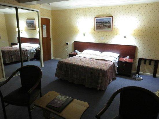 Cottage Hotel: Bedroom (2)