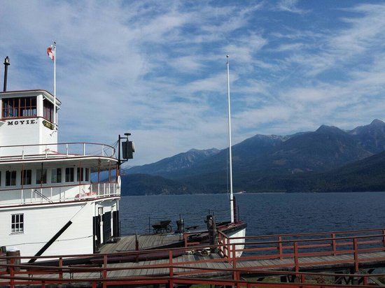 The SS Moyie National Historic Site : Moyie set against Kootenay Lake