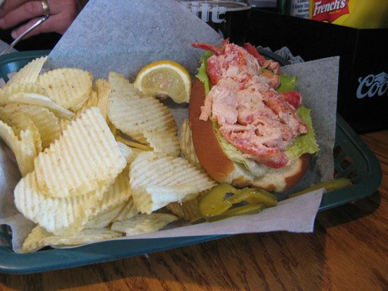 The Dog and Pony Tavern: Great lobster roll