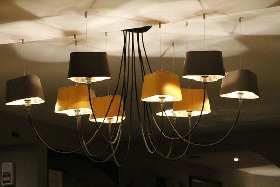 lustre original pour la salle photo de l 39 oeil de boeuf pernay tripadvisor. Black Bedroom Furniture Sets. Home Design Ideas