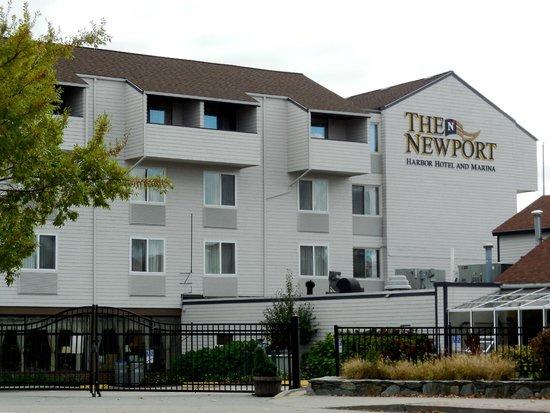 Pier 49 Seafood & Spirits : Newport Harbor Hotel & Marina