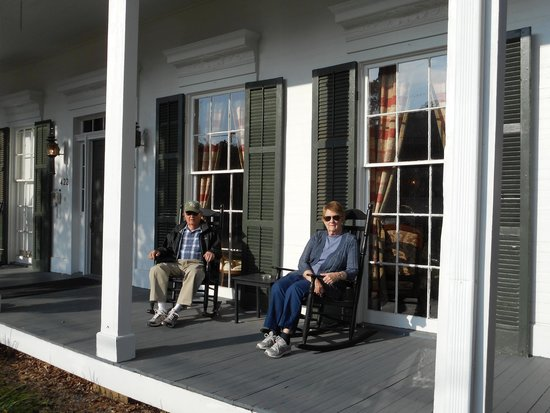 Andrew Morris House Bed and Breakfast: Front Porch