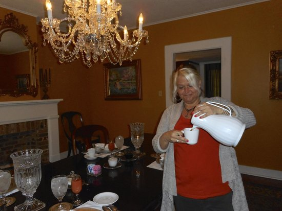 Andrew Morris House Bed and Breakfast: Angela serving coffee at breakfast