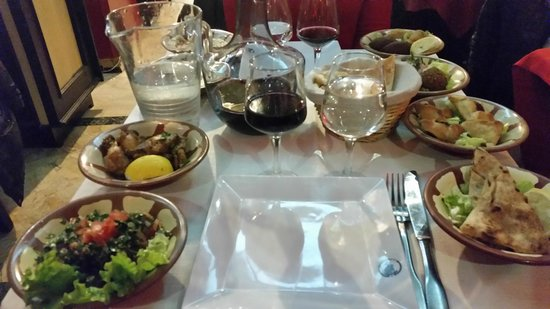 Loubnane: Mezze dinner (8 dishes for 2 people)