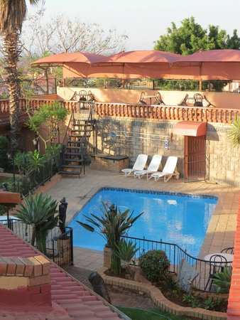 Valley View Guest House: Pool area