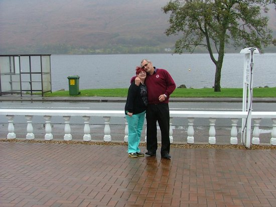 Chenderoh Guesthouse: me and the wife with the loch at our back